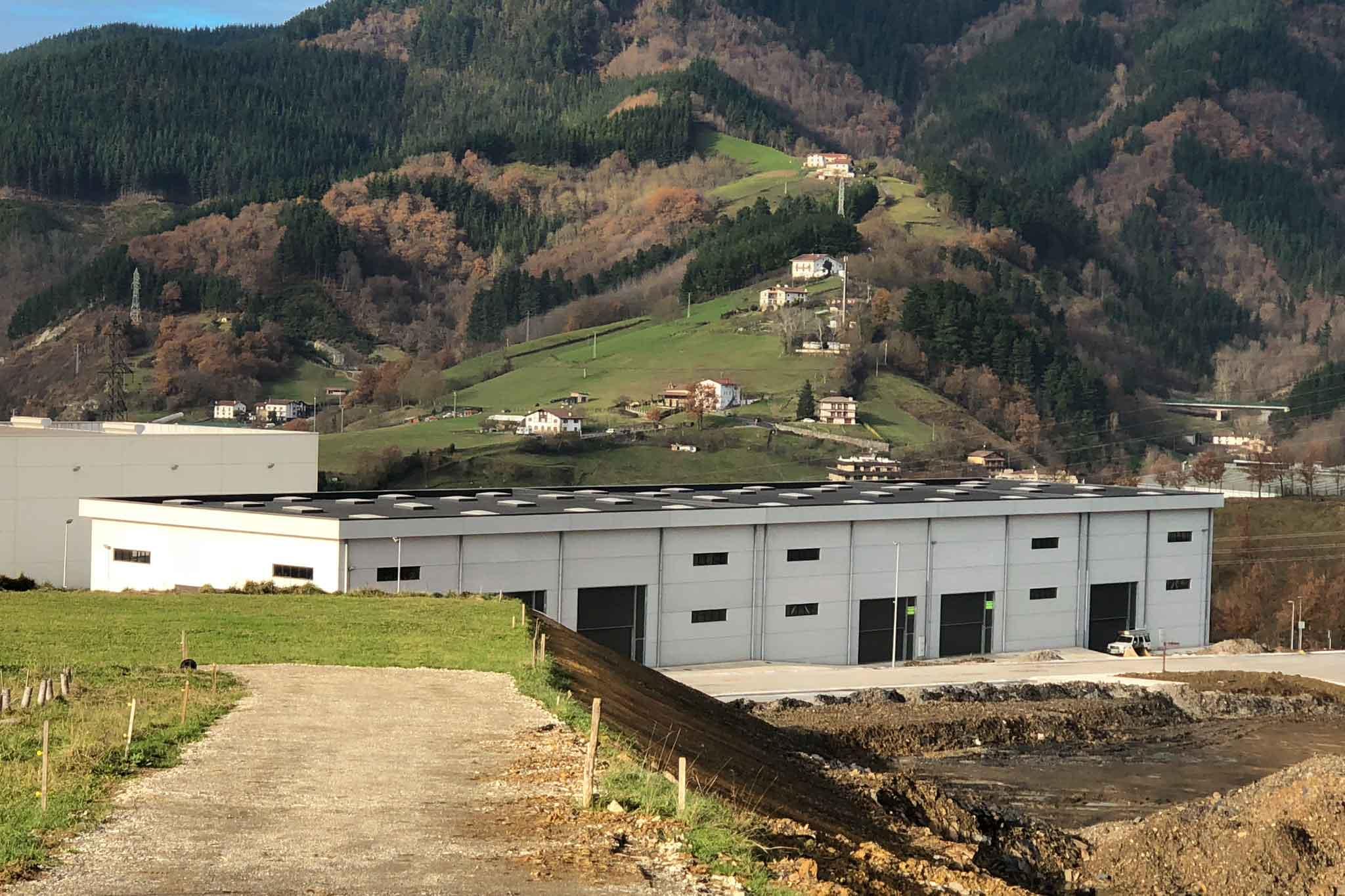 Exterior de edificación de nave industrial